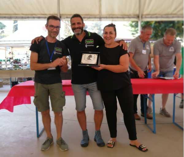 Cérémonie de remise des prix à Andrea Cosmano et Rosalba Pisano, élèves de l'école In Arte Bonsai.